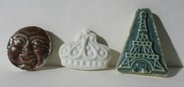 Fèves Anciennes Plates En Biscuit - Lune Rousse, Couronne Et Tour Eiffel - Anciennes