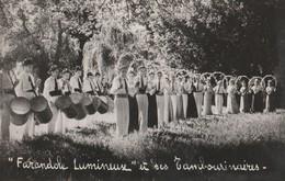 CARTE-PHOTO 84 CARPENTRAS TAMBOURINAIRES FARANDOLE LUMINEUSE CIGALETTES DU MT VENTOUX    LA RUCHE - Carpentras