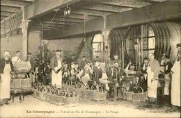 VIGNES - Carte Postale - Le Travail Du Vin De Champagne , Le Tirage - L 30179 - Viñedos
