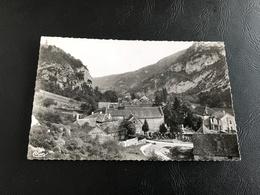 17 - ROSSILLON (Ain) L'Eglise Et La Poste - 1961 Timbrée - France