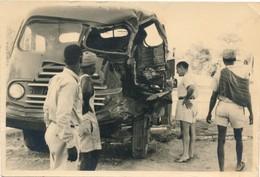Snapshot Accident De Voiture Afrique Camion Camionnette Animée Carcasse Constat - Afrika