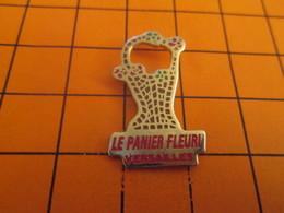 1310 Pins Pin's / Rare & Belle Qualité  THEME MARQUES / MAGASIN LE PANIER FLEURI A VERSAILLES On Y Mettrait Bien La Main - Medias