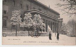 AIX-EN-PROVENCE (13). Le Palais De Justice Dans La Neige, Deux Promeneurs - Aix En Provence