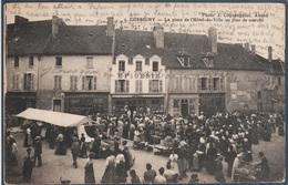Corbigny , La Place De L'hotel De Ville Un Jour De Marché , Animée - Corbigny