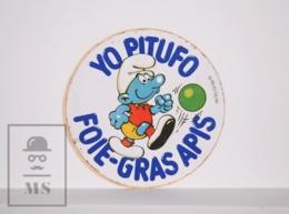 Sticker - The Smurfs / Les Schtroumpfs / Los Pitufos - Smurf Playing Football - Foie-gras Apis - Diam. 6,5 Cm - Autocollants
