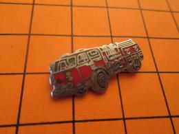412A Pins Pin's / Rare & Belle Qualité  THEME POMPIERS / GRAND CAMION ROUGE - Brandweerman