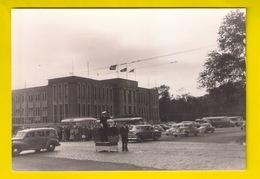 FOTO De Zeewacht Ca©1955 Kruispunt Leopold II- & Vindictivelaan OOSTENDE VREDEGERECHT POLITIE VERKEER AUTO AUTOBUS 3453 - Oostende