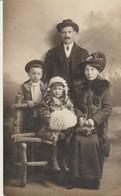 C. P. A. - PHOTO -  LA FAMILLE ENDIMANCHÉE - RAPID PHOTO - GRENOBLE - Fotografía