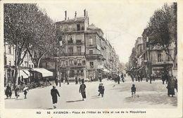 Avignon - Place De L'Hôtel De Ville Et Rue De La Libération - Carte ND N° 92 - Avignon