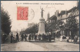 Cosne Sur Loire , Monument De La République , Animée - Cosne Cours Sur Loire