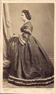 CDV Femme Debout Profil Robe Large Coiffure Gondran Aix Vers 1865 - Personnes Anonymes