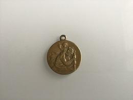 Médaille Publicitaire Des Ets Brillais Concessionnaire Renault à Romilly Sur Seine. - Advertising