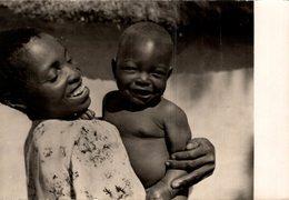 ZAMBEZE  MERE CHRETIENNE ET SON BEBE - Zambie