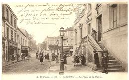 Dept 92. GARCHES. La Place Et La Mairie. Très Belle Animation +++. - Garches