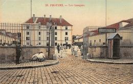 PROVINS  - Les Casernes ( Animation ) - Provins