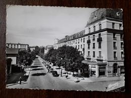 L21/320  VITTEL . Avenue Ambroise Bouloumié Et Les Hôtels - Vittel Contrexeville