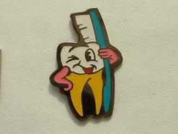 Pin's DENT - BROSSE A DENT - Badges