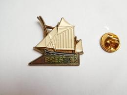 Beau Pin's , Marine Bateau Voilier , Fêtes Maritimes De Brest 1992 , Signé Martineau - Barcos