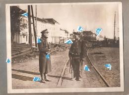 Antwerpen 1914 1918 Foto Photo Duitse Marine Soldaat Wordt Gecontroleerd Door Officier ( Zie Rug ) 250 Mm X 200 Mm - Antwerpen