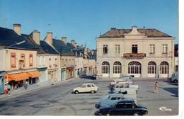 CPM, (72) VIBRAYE, Place De L'hotel De Ville, état Médiocre, écrite, Timbrée - Vibraye