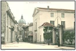 MONTBRISON    (42) - LA PLACE DE LA PREFECTURE - Bb-764 - Montbrison