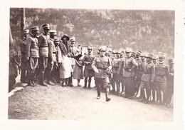 (BQ) FOTO  SIGNORA (1) TRA  UFFICIALI  1^  G.M.    8,5 X 6,3 - Guerra, Militari