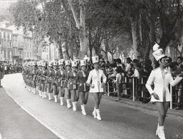 Photo. Professionnelle : Tournon - Ardèche - Majorettes De Nice : Féte Des Fruits Et Des Vins - 1972 - - Lieux