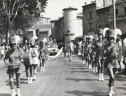 Photo. Professionnelle : Tournon - Ardèche - Majorettes D'annonay Et Musique ?? : Féte Des Fruits Et Des Vins - Lieux