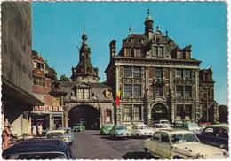 Namur: PANHARD PL17, 2x RENAULT DAUPHINE, VW 1200 KÄFER/COX, T1-BUS, FORD TAUNUS 12M P4 TURNIER - Beffroi, Bourse - Voitures De Tourisme