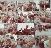 AMIENS 7 MAI 1972 - 12ème CARNAVAL D'AMIENS - LOT DE 19 PHOTOS D'EPOQUE Dim 13x9 Cms - Lugares