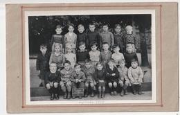 PHOTO - FOUGERES - ECOLE SAINT SULPICE - CLASSE - SEPTEMBRE 1952 - PHOTOGAPHE SIGISMOND ET CLAUDEL - 35 - Personnes Identifiées