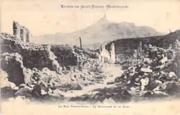 EVENEMENTS Catastrophes Eruption Volcanique (8 Mai 1902) MARTINIQUE St PIERRE : La Rue Victor Hugo Et Le Cone- CPA - Catastrofi