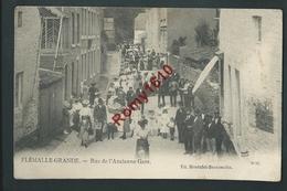 Flémalle-Grande - Rue De L'Ancienne Gare. Superbe Carte Très Animée - Flémalle
