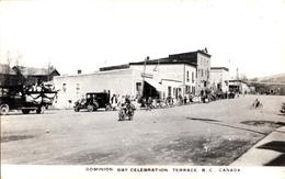 Real Photo Véritable RPPC B&W - Terrace B.C. Canada - Dominion Day Celebration - Main Street - 2 Scans - Colombie Britannique
