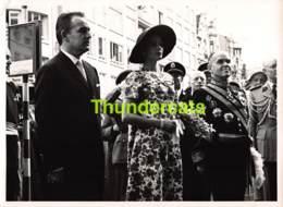 OUDE FOTO 1958 OOSTENDE 18 CM X 13 CM ANCIENNE PHOTO OSTENDE PRINCE RAINER GRACE KELLY MONACO - Lieux