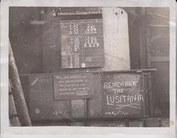 REMEMBER THE LUSITANIA 1915 RIVETING R FARRANT LONDON  21*16CM Fonds Victor FORBIN 1864-1947 - Profesiones