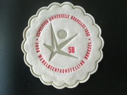 5 Petits Disques Exposition Universelle Bruxelles 1958 Belgique Matière ANALOGUE à Du FEUTRE COLLECTIONS OBJETS SOUVENIR - Oggetti 'Ricordo Di'
