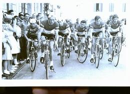 CREON    ET SES ENVIRONS   CYCLISTE COURSE           PHOTO ANNEES 60 /  70 /80 - France