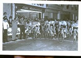 CREON    ET SES ENVIRONS   CYCLISTE COURSE           PHOTO ANNEES 60 /  70 /80 - Autres Communes