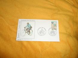 ENVELOPPE FDC JOURNEE DU TIMBRE 1972..FACTEUR RURAL A BICYCLETTE...CACHETS 974  SAINT DENIS + TIMBRE SURCHARGE - Storia Postale