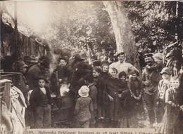 Foto Italienische Flüchtlinge Werden V Deutscher Feldküche In Vittoria Versorgt - Pressefoto - 1. WK - 16*12 Cm (41491) - Oorlog, Militair
