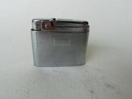 Briquet Ancien Des Années 40-50, Style Rétro En Métal Blanc - Other