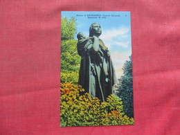 Statue Of Sacaiawea Bismarck ND   Ref 3386 - Native Americans