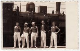 TRENO TRAIN CON MARINAI IN POSA - FOTO CARTOLINA ORIGINALE - Treni