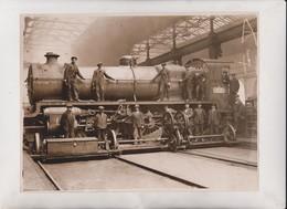 SOUTHERN RAILWAYS WORKS DUBLIN  A NEW ENGINE 24*18 CM Fonds Victor FORBIN 1864-1947 - Trenes