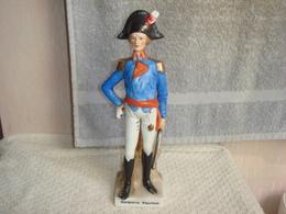 Statuette En Porcelaine Bonaparte Napoleon Hauteur 23 Cm X 6 Cm - Ceramics & Pottery