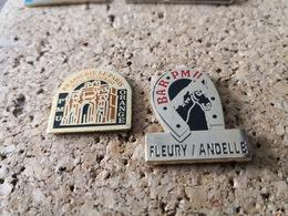 2 PINS PMU BAR TABAC BRASSERIE LE PARIS ORANGE ET CHEVAL FER LE FLEURY S ANDELLE - Casinos