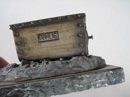 Très Rare CENDRIER J. POHLIG.AG. COLN 1900 élément Principal Est Un Wagonnet Aérien. Les Rivets Sont De Vrais Rivets - Bronces