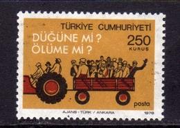 TURCHIA TURKÍA TURKEY 1978 TRAFFICA SAFETY TRACTOR SICUREZZA STRADALE TRATTORE 250k MNH - 1921-... Repubblica