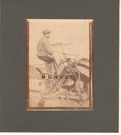 AGRICULTURE - MOISSONNEUSE LIEUSE ANNEES 1900 - PHOTO 6,5x9 Cms COLLEE SUR CARTON NOIR - Photos